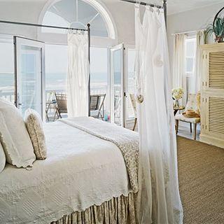 Beachy-bedrooms-seashell-curtain-l